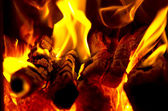 Le feu dans une cheminée closeup — Photo