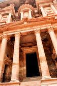 Al Khazneh vertical view - the treasury of Petra ancient city, Jordan — Stock Photo