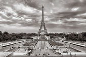 Eiffel tower cloudy cityscape view — Stock Photo