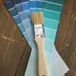 Brush on a blue color palette - Stockfoto