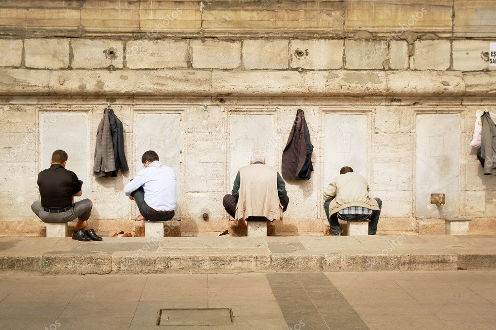Four men washing themself before going to pray in istanbul, Turkey — Stock Photo #9436502
