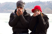 A Young Couple Next To Each Other Blowing Their Noses — Stock Photo