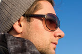 Brunette Man With Sunglasses And A Hat Looking — Stock Photo