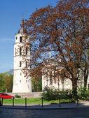 Vilnius katedral klockstapeln tornet - våren i litauen — Stockfoto