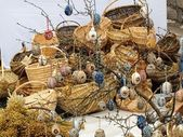 Buona pasqua - collezione di cesti e uova sull'albero — Foto Stock