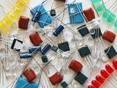 エレクトロニクス - 導いた、トランジスタ等の部品の背景. — ストック写真