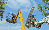 Chainsaw and cherry-picker — Stock Photo