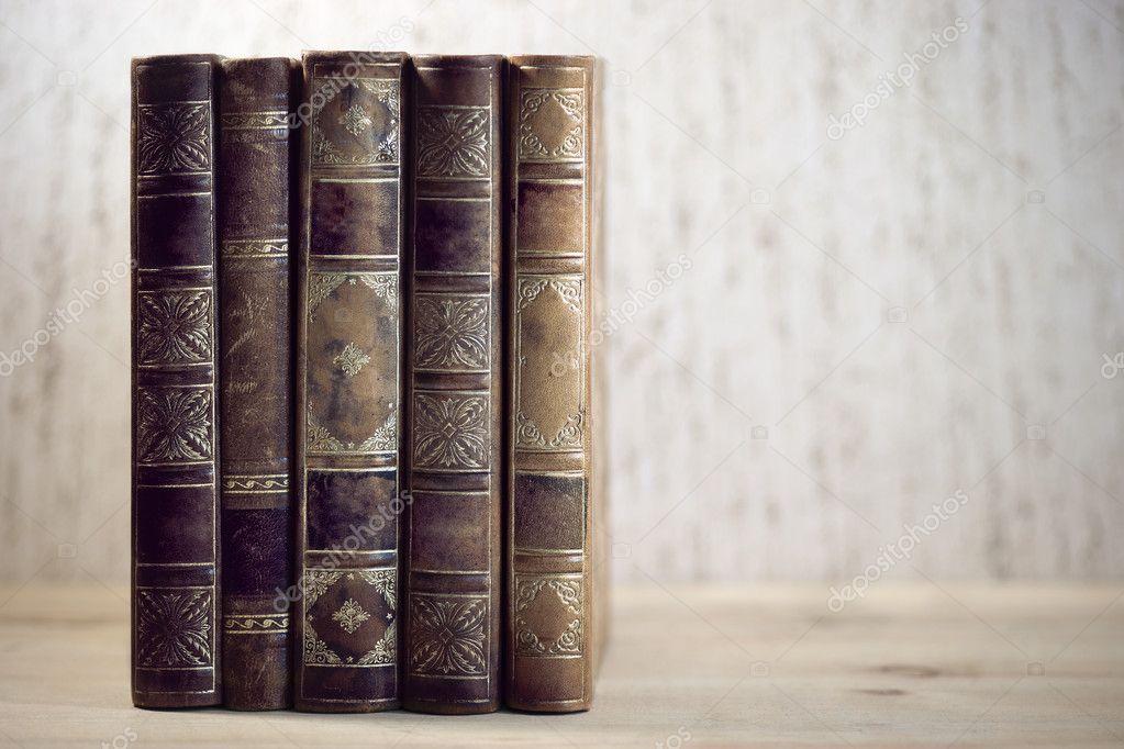 Bücherreihe regal  Alte Bücher — Stockfoto #10293404
