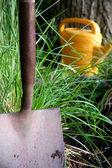 庭のシャベル — ストック写真