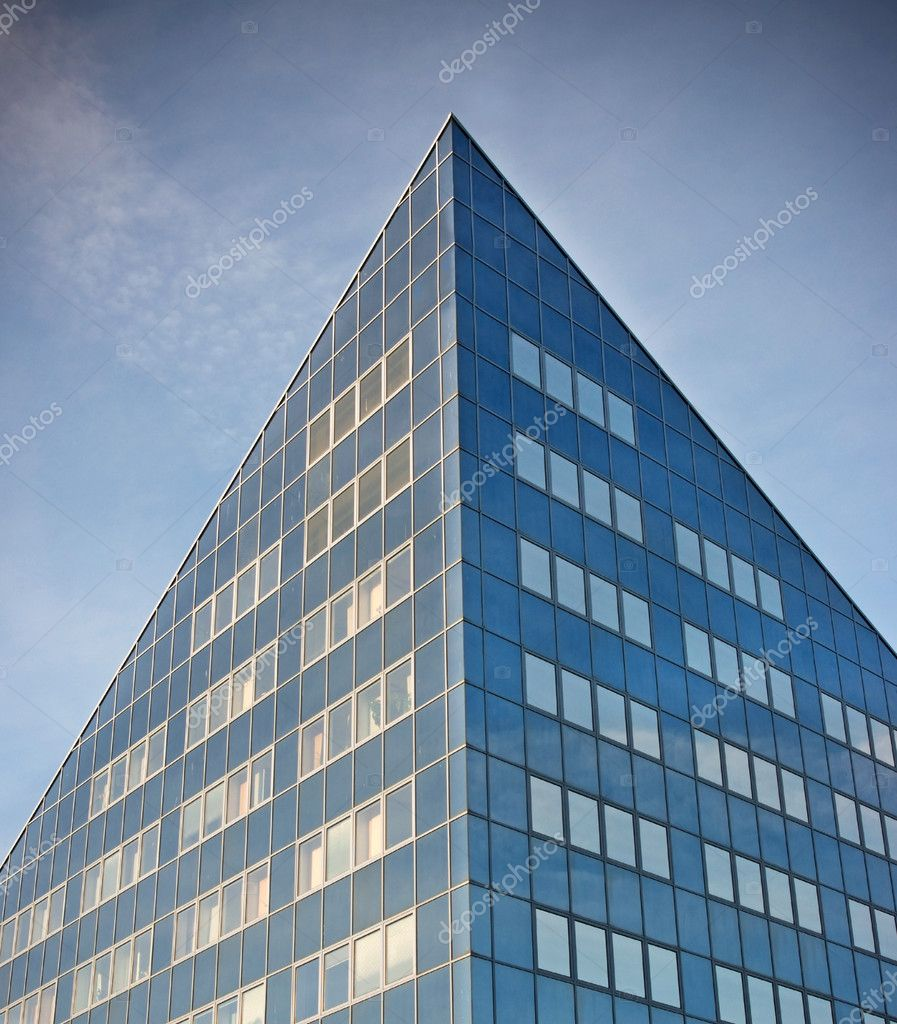 Sparse composition with office building against blue sky — Stock Photo #8245315