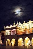 Krakow's Cloth Hall at night and moon above — Stock Photo