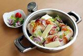 Coscette di pollo fresco con condimenti prima della cottura — Foto Stock