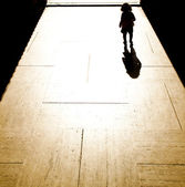 Kid in the shadow — Stock Photo