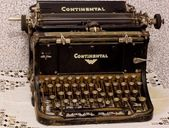 Old typewriter on the table — Stock Photo