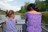 Madre e figlia in barca — Foto Stock