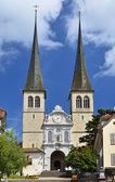 Hofkirche catedral em luzern, suíça, a igreja de le st — Fotografia Stock