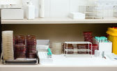 Détail d'une table de travail dans un laboratoire — Photo