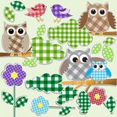 Búhos y aves en el bosque — Vector de stock