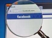 Facebook search met Vergrootglas — Stockfoto