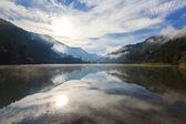 Gölün üzerine düşünceler — Stok fotoğraf