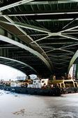 Tugs under the green bridge — Stock Photo