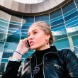 Business woman talking on the phone — Stockfoto