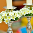 White flowers on candle holder — Stock Photo