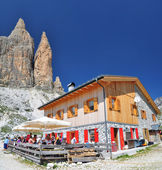 Lavaredo chalet in Dolomites Mountains — Stock Photo
