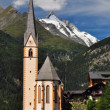 Heiligenblut church in front of Grossglockner peak, Austria — Stock fotografie