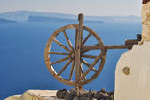 Artwork - wooden wheel, Santorini, Greece — Stock Photo