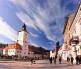 La plaza del consejo, brasov, rumania — Foto de Stock