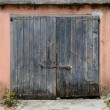 Old wooden garage door — Stock Photo