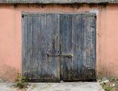 Old wooden garage door — Stock Photo