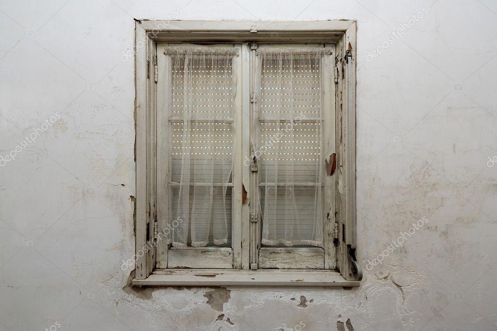 Vieille fenêtre bois — Photographie paulomfpires © #10303405
