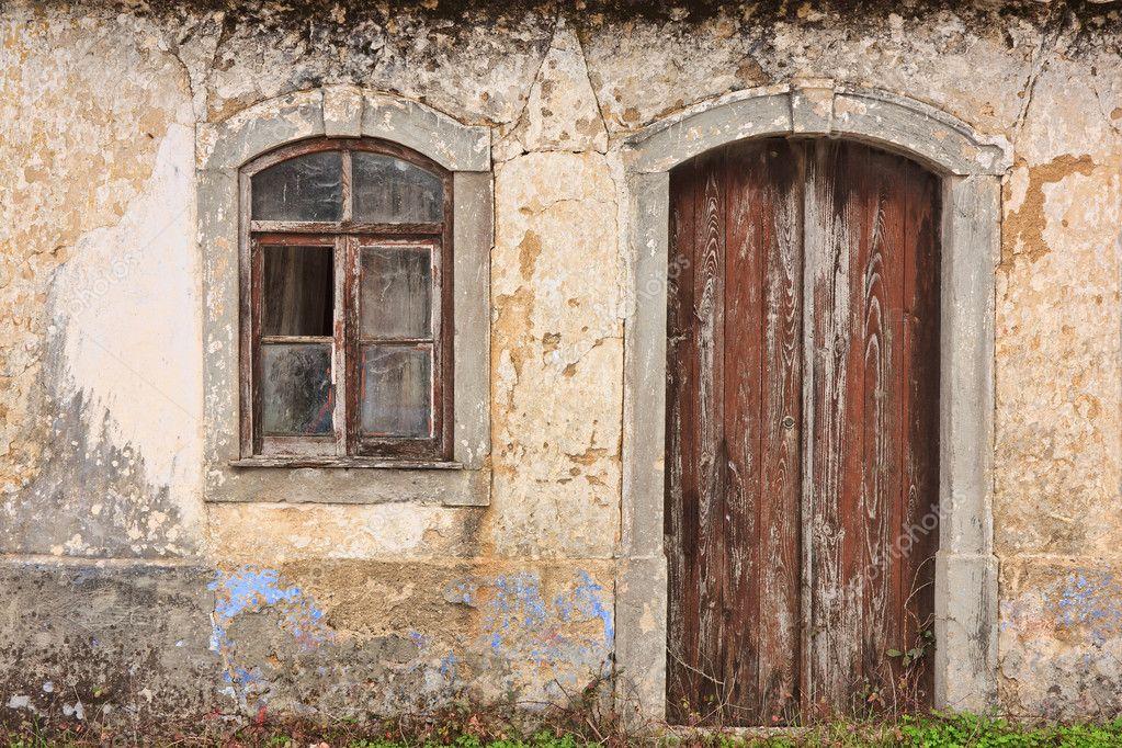 Antigua fachada de la casa fotos de stock paulomfpires for Puertas para casas antiguas