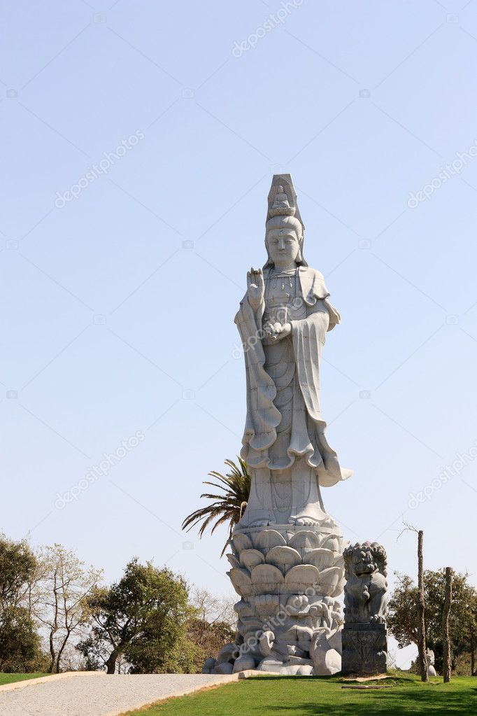 Twenty one meters buddha statue exhibited in an public garden — Stock Photo #9747915