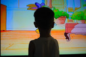 Child in front of television — Foto Stock