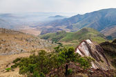Berglandskap med en dal — Stockfoto