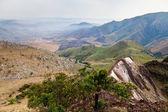 Paisaje de montaña con un valle — Foto de Stock