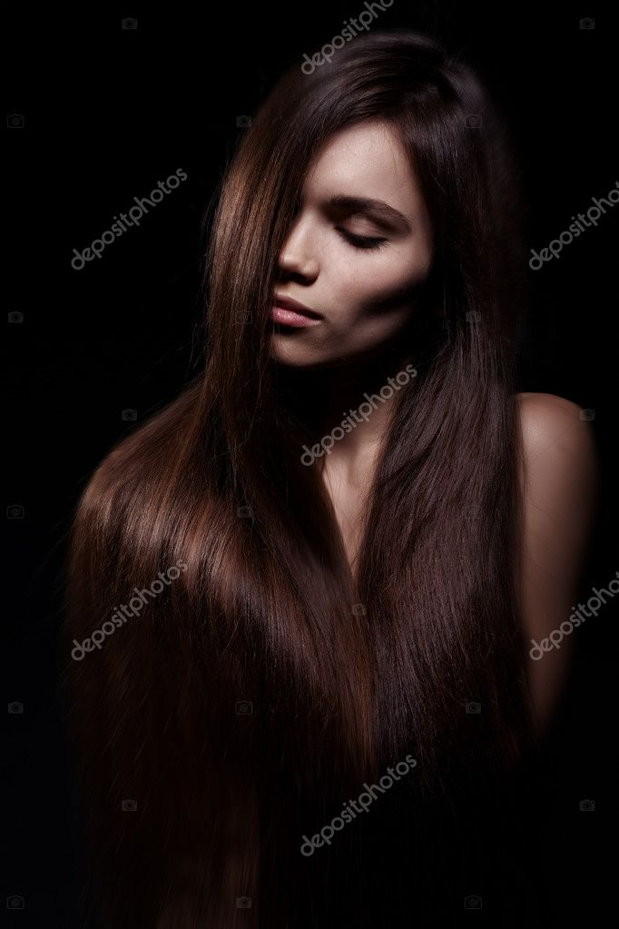 Studio portrait of attractive young woman with long hair — Stok fotoğraf #8454616