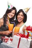 Mooie meisjes vieren verjaardag — Stockfoto