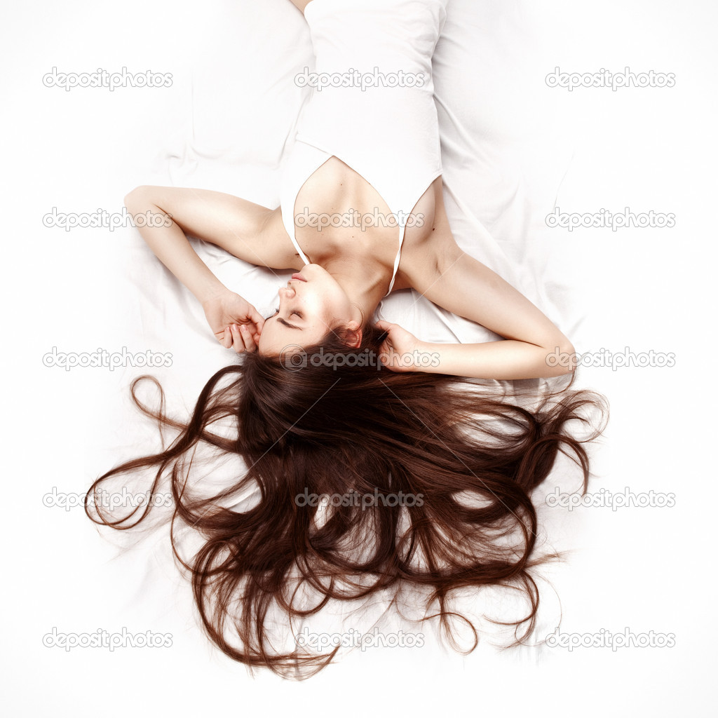 Young beautiful woman lying down in bed and relaxing — Stock Photo #9450914