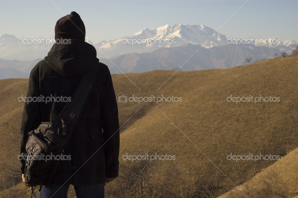 Man looks at the landscape. Alps. Italy. — Stock Photo #9307735