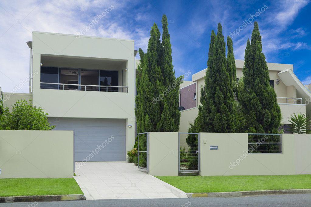 Frente de casa moderna con estilo foto de stock for Frente casa moderna