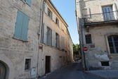 Street with old houses in center of Uzes - South France — Stock Photo