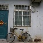 Chinese house with bike in Shanghai - China — Stock Photo