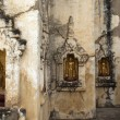 Golden buddhstatues in wall of Mahabodhi Pay(archeological site — Stock Photo #8328183