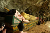 Declining Nirvana buddha in a cave next to Vang Vieng - Laos — Stock Photo