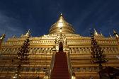 Golden temple Schwezigon Paya in Nyaung U (Bagan) - Myanmar | Burma — Foto de Stock