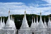 White pagodas of Sandamuni Paya - Mandalay - Myanmar (Burma) — Stock Photo